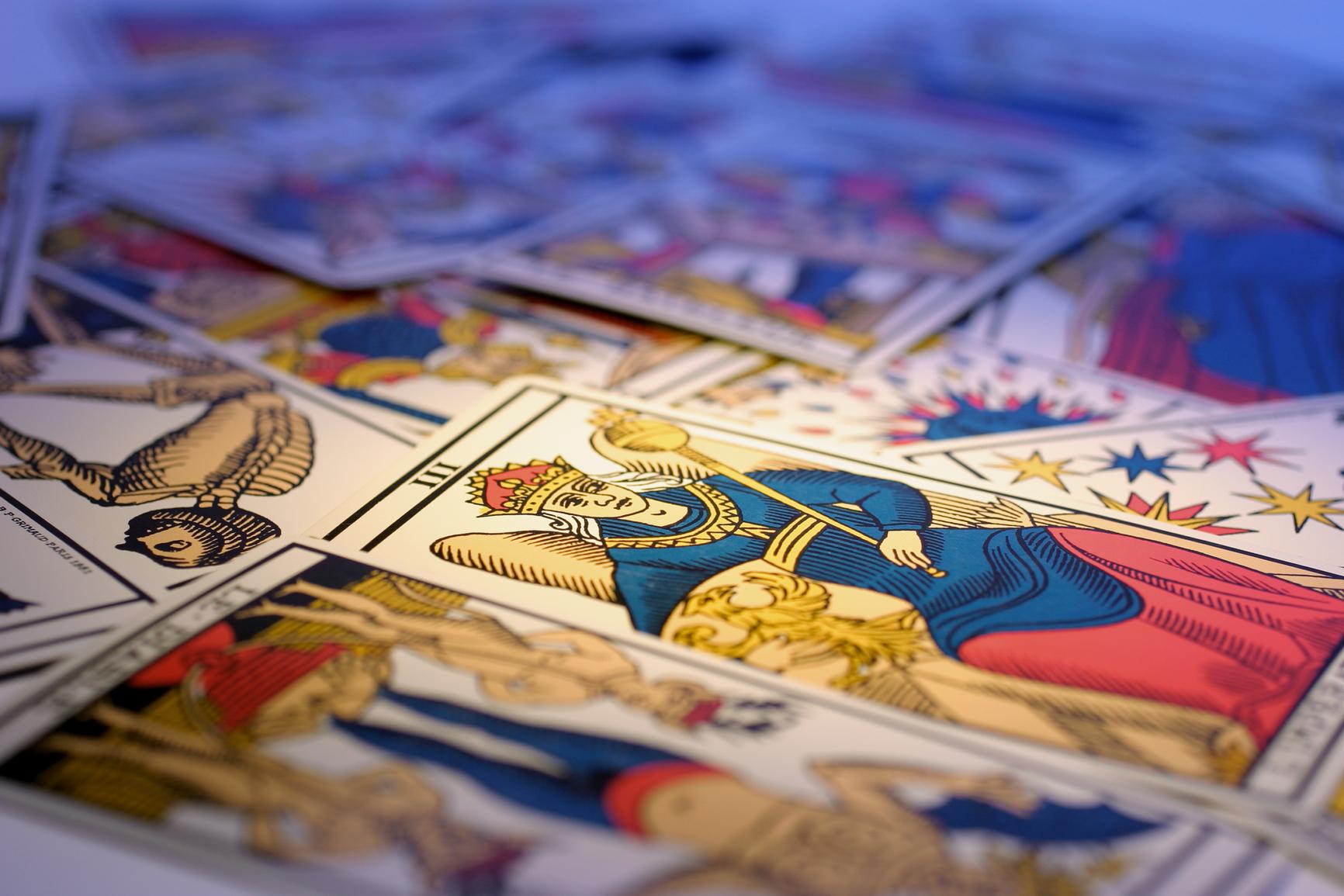 Tarot Cards in Warm Cast
